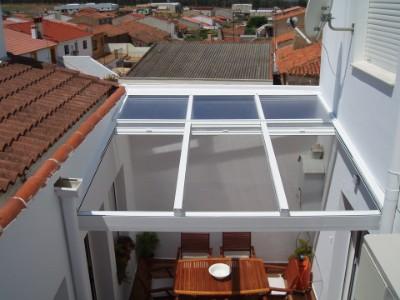 Techos aluminio y pvc cadiz chiclana jerez san for Cerramientos patios interiores